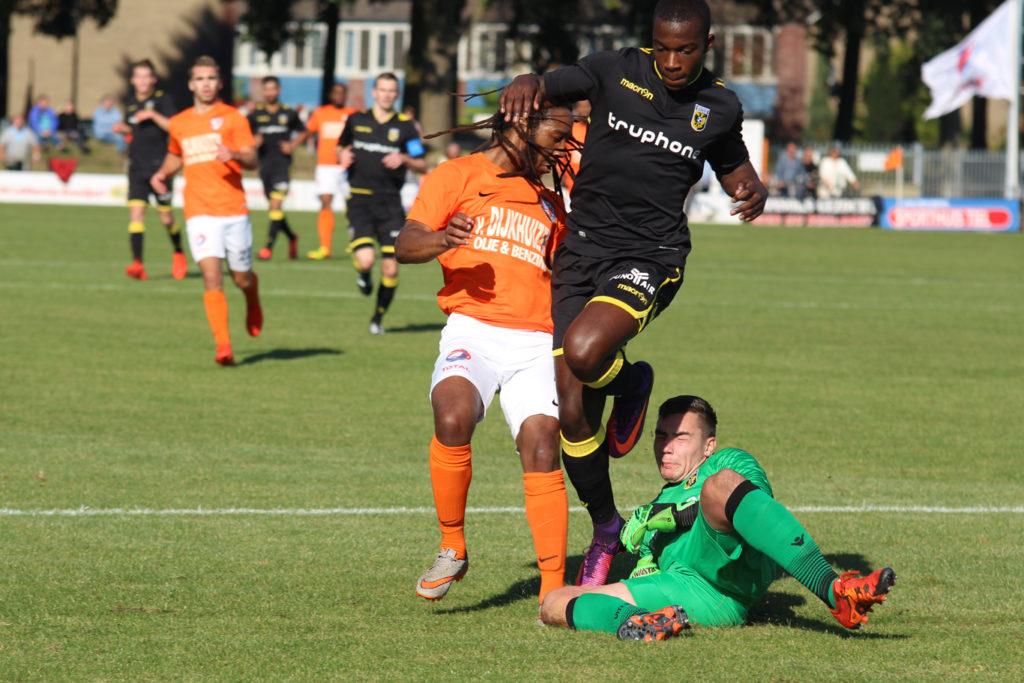 Stef Brummel in zijn debuut voor Jong Vitesse