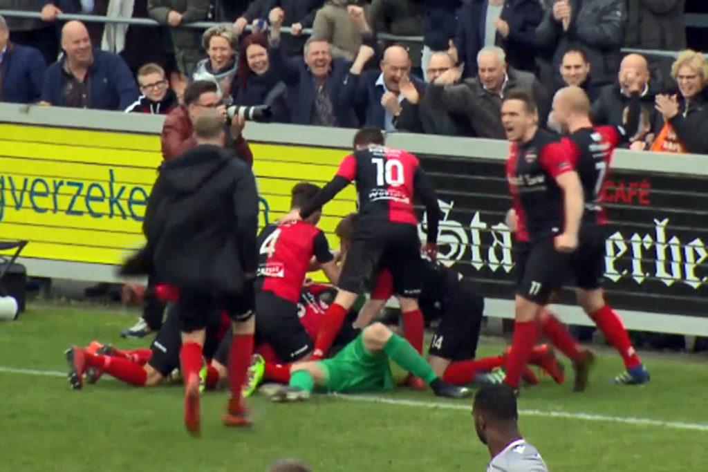 Niels Kornelis scoort een doelpunt De Treffers